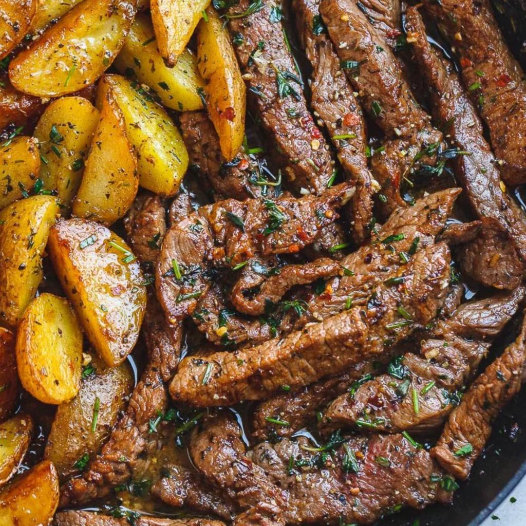 Churrasco En Salsa De Mantequilla Y Ajo Con Papas Salteadas Tu Nuevo Hogar Comidas Con Carne De Res Recetario De Comida Comida Sin Carne