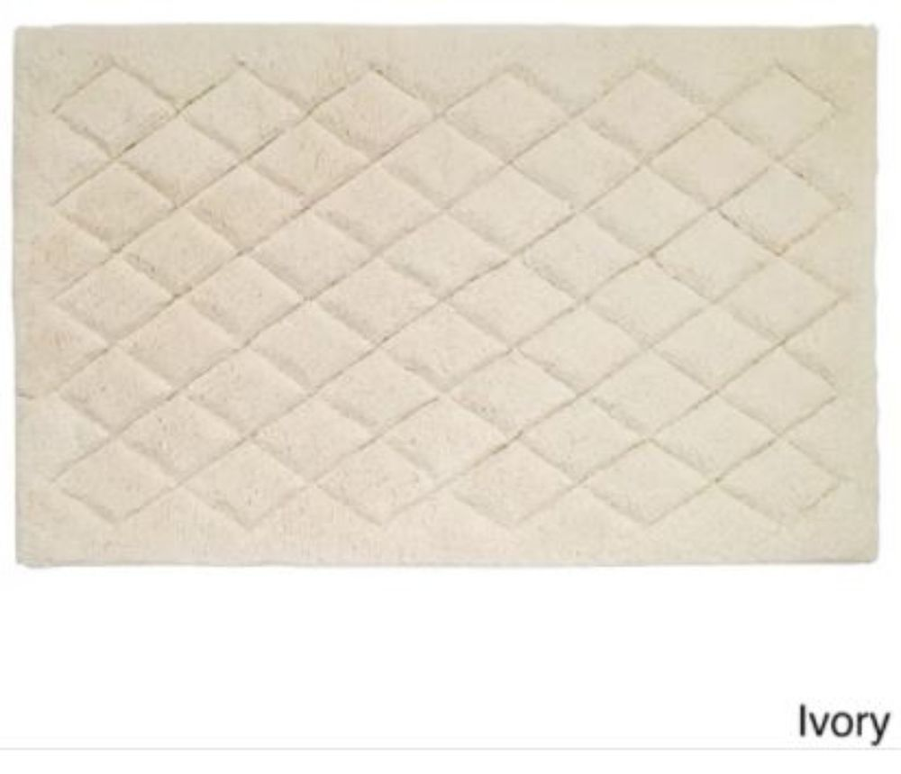 Solid Color Ivory Cotton Bath Rug With Latex Non Skid Backing 21 X
