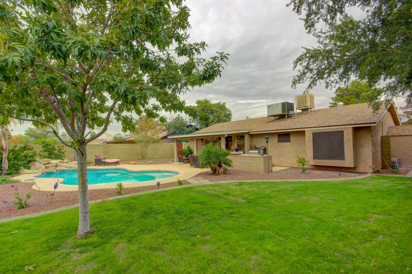 Beautiful Remodeled Home In Glendale Az With A Pool And Huge
