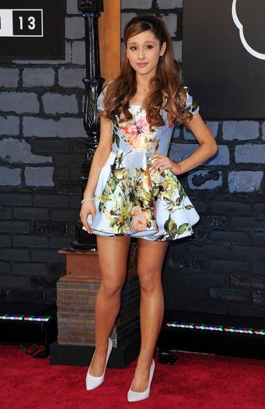 Ariana Grande Print Dress | Ariana grande, Red carpet and Mtv ...