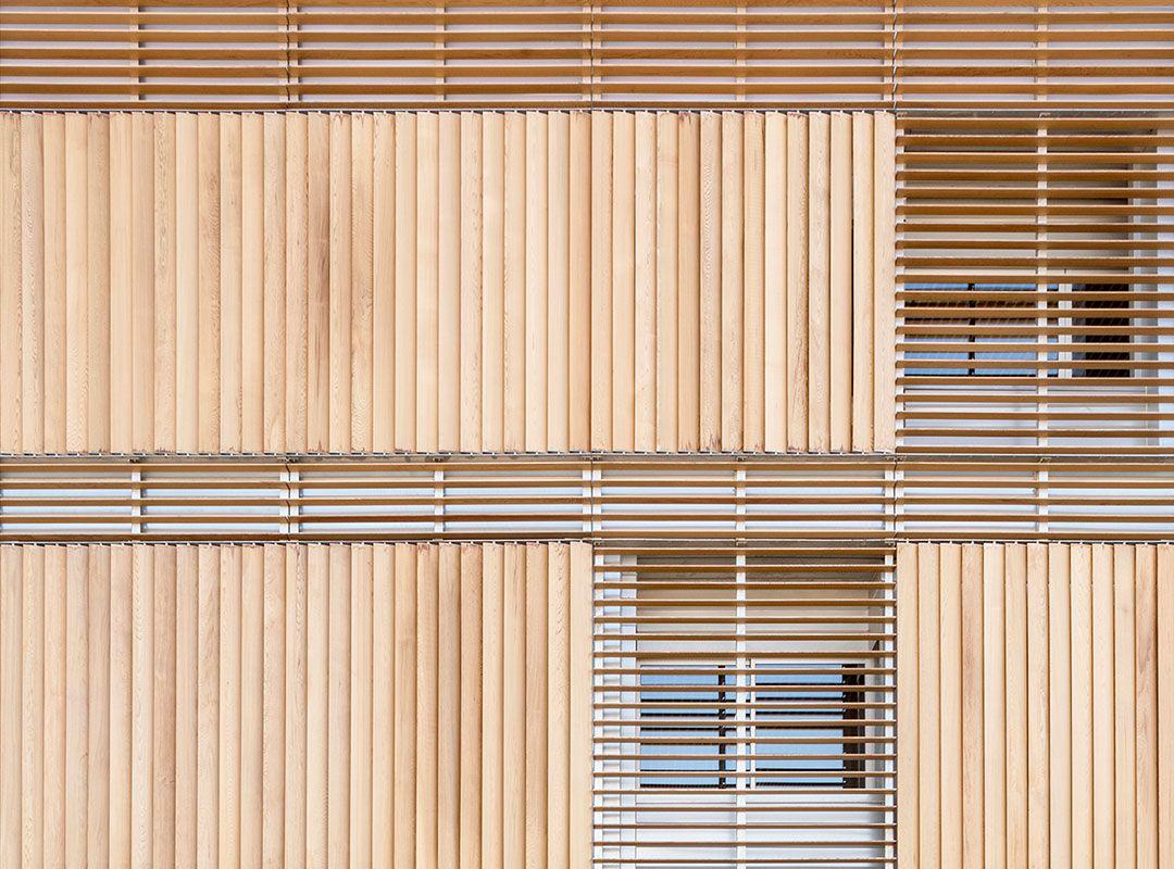Detalle de fachada de madera Cedro Rojo   Centre d\'Idiomes de la UV ...