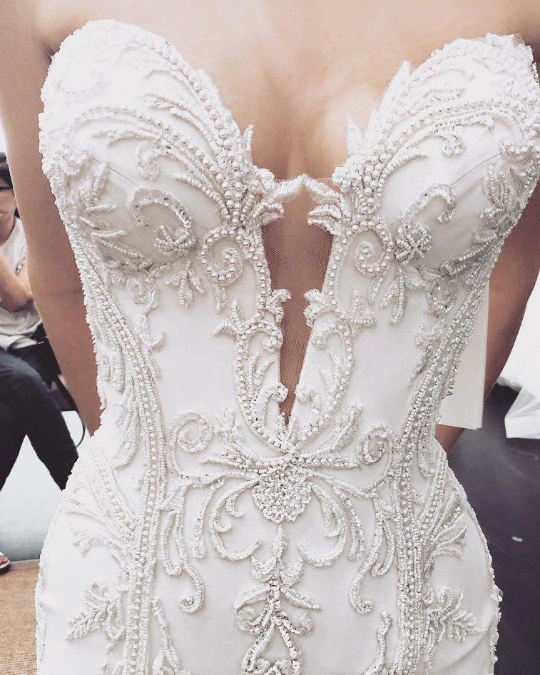 Stunning wedding dress with amazing details