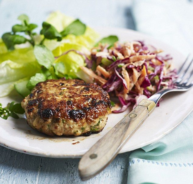 Turkey Burgers - get recipe here: http://www.dailymail.co.uk/health/article-3812769/Eat-beat-diabetes-enjoy-takeaway-treats-opt-super-salad-up.html