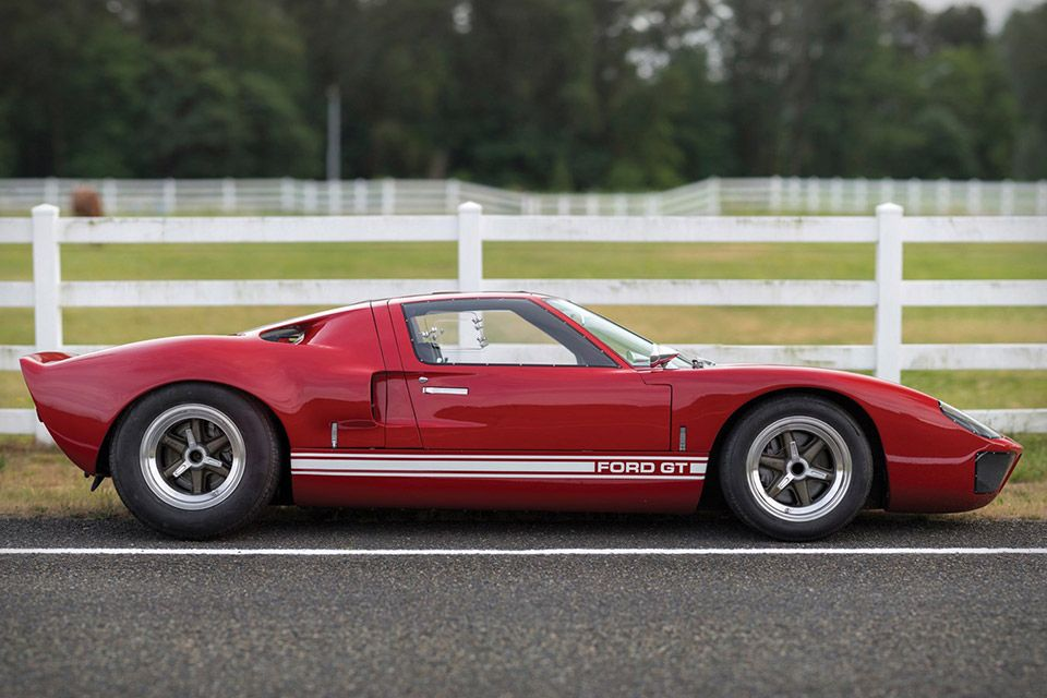 This Right Hand Drive 1966 Ford Gt40 Is One Of Only Seven Models Sent To America Ford Gt40 Ford Gt Ford Racing