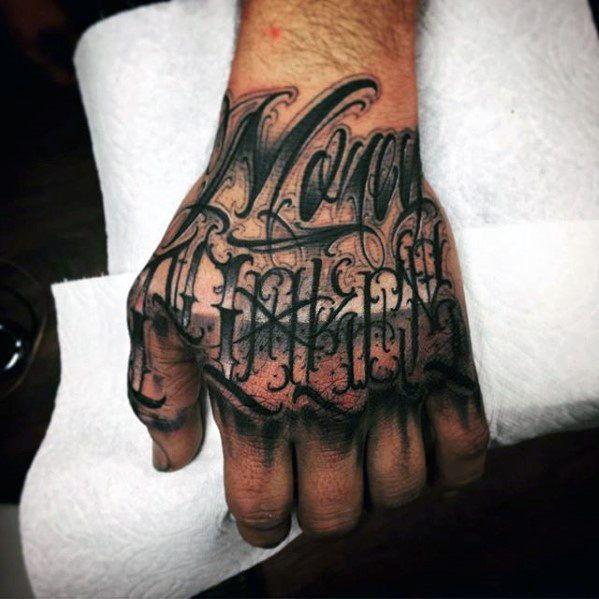 40 einzigartige hand tattoos f r m nner manly ink design ideen m nner stil und mode hand. Black Bedroom Furniture Sets. Home Design Ideas