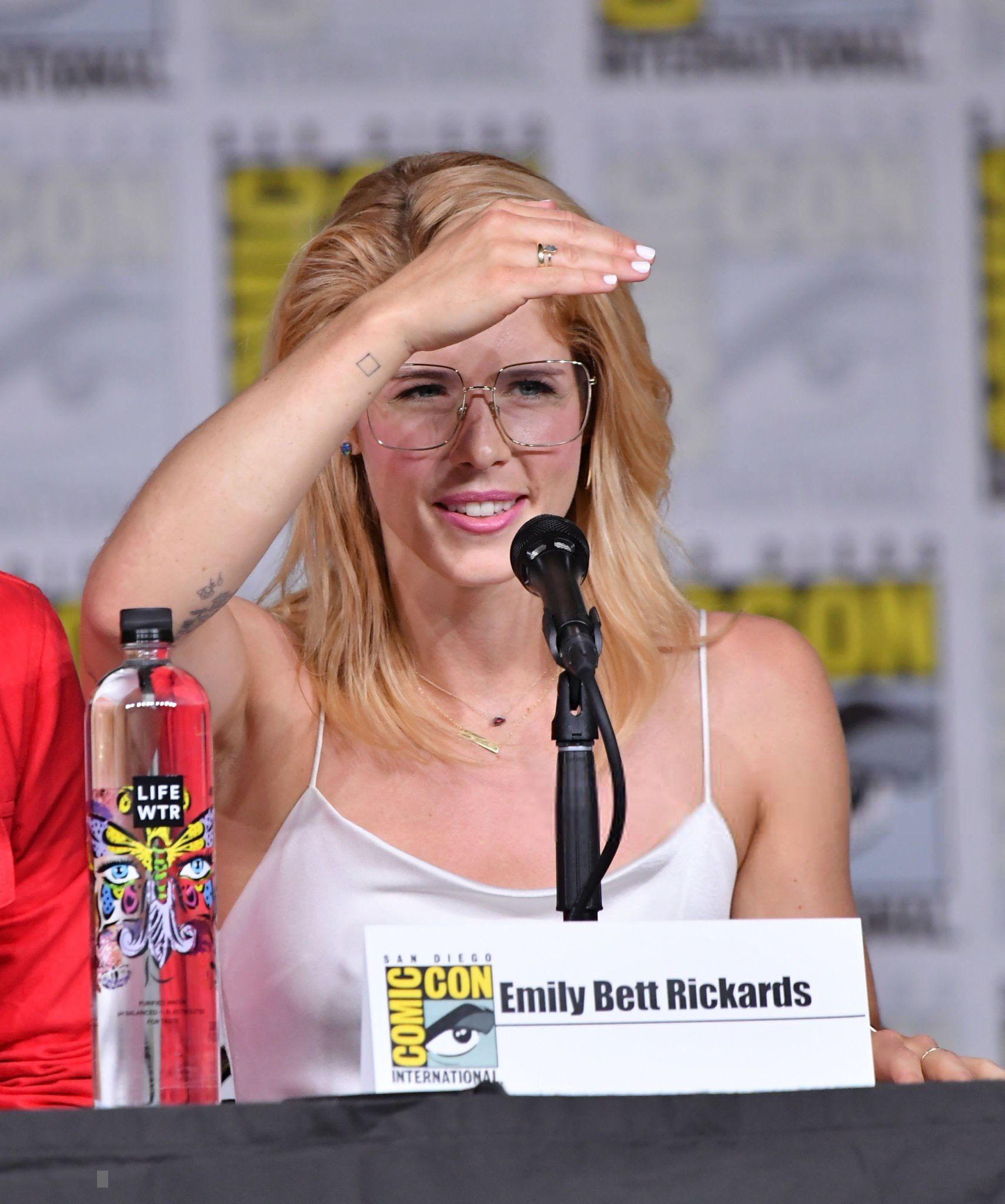 Hacked Emily Bett naked (14 foto and video), Topless, Sideboobs, Feet, swimsuit 2018