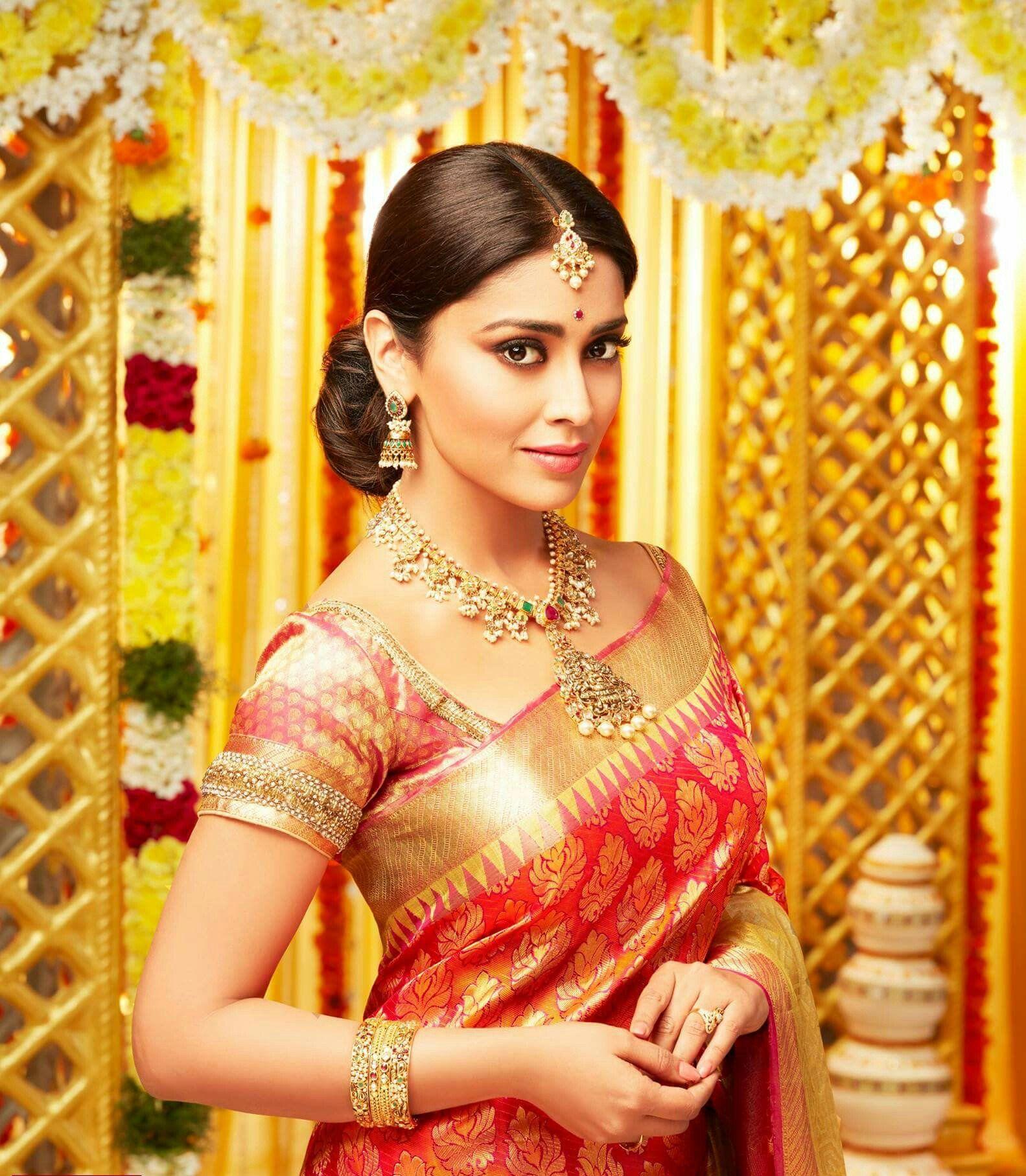 Shriya Saran New Saree Photoshoot #saree #choli # Lehenga