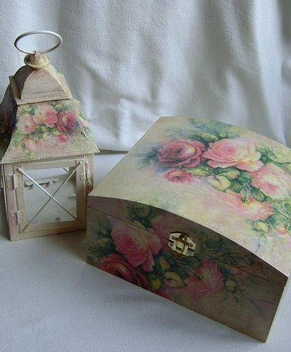 Kit de caixa e porta vela decorado.
