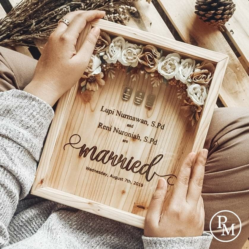 Frame Rustic Untuk Mahar Logam Mulia Kartu Undangan Pernikahan Ide Perkawinan Ide Hadiah