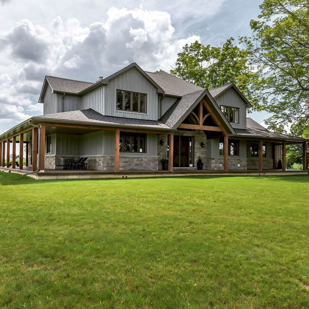 70 Fabulous Modern Farmhouse Exterior Design Ideas - redecorationroom #exteriorhousecolors