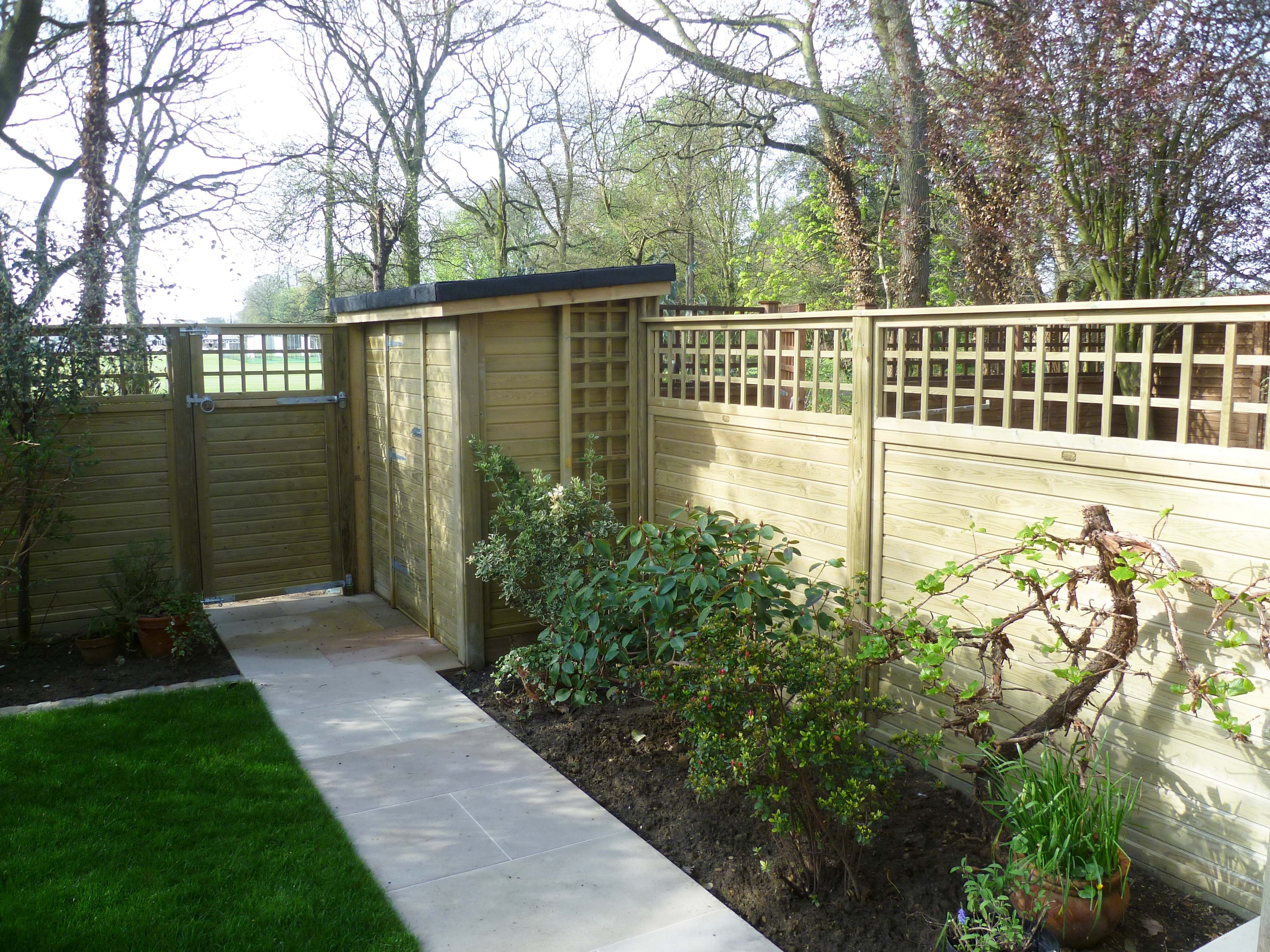 Tongue and groove effect fence panels wth a trellis topping fence baanklon Gallery