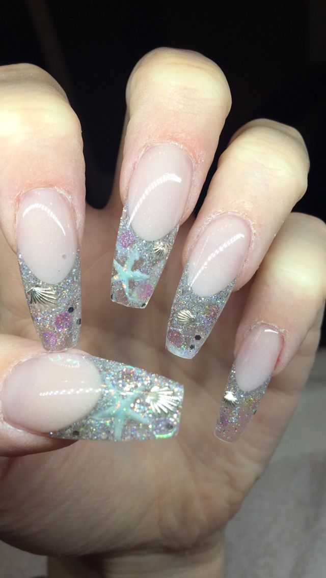 Fun Beach Nails Done With Gel And Acrylic Starfish And Seashell Nails By Holly Folka Seashell Nails Beach Nails Beach Nail Designs