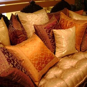 Love these pillows! Really, love these.  Time to take the sewing machine back out.