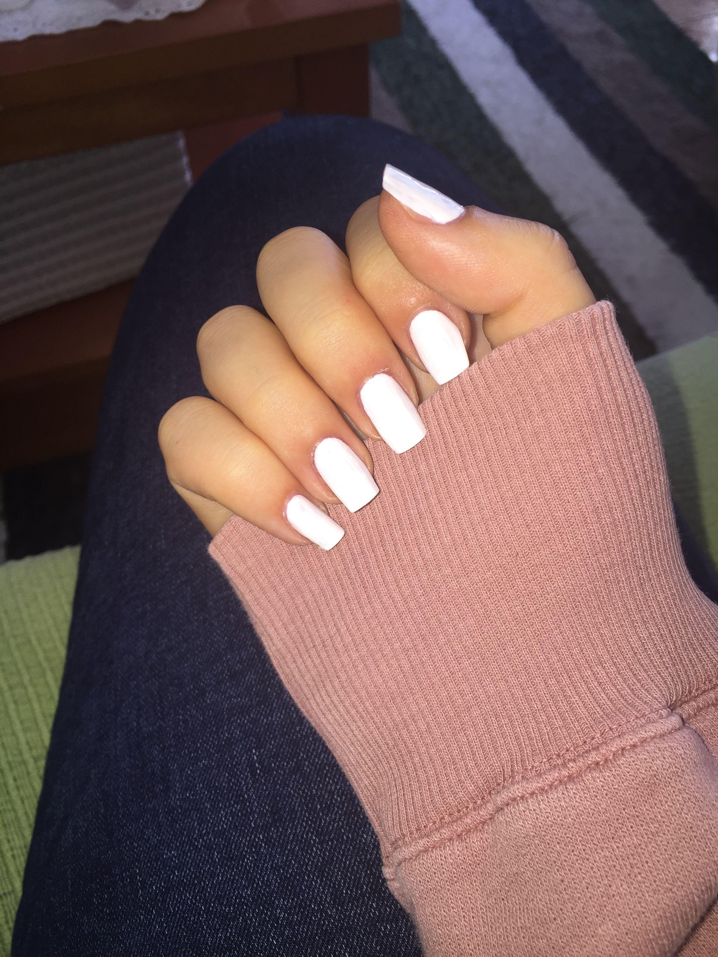 Pin By Marah On Unas White Acrylic Nails Long White Nails Short Acrylic Nails