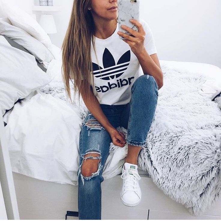 boyfriend jeans and adidas top - love this outfit