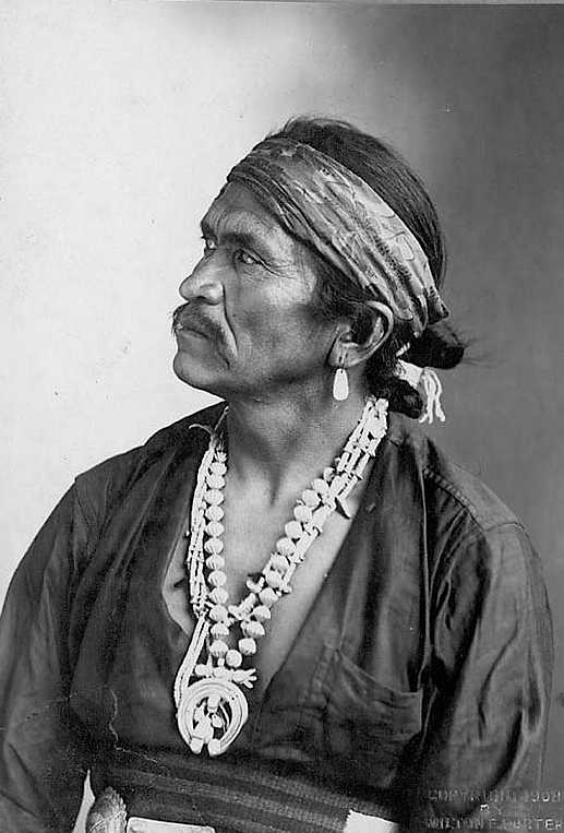 Navajo (Diné) Chief Kia-E-Te-Nita. 1908. Photo by Milton E. Porter. Source - National Anthropological Archives.That is a Natanii