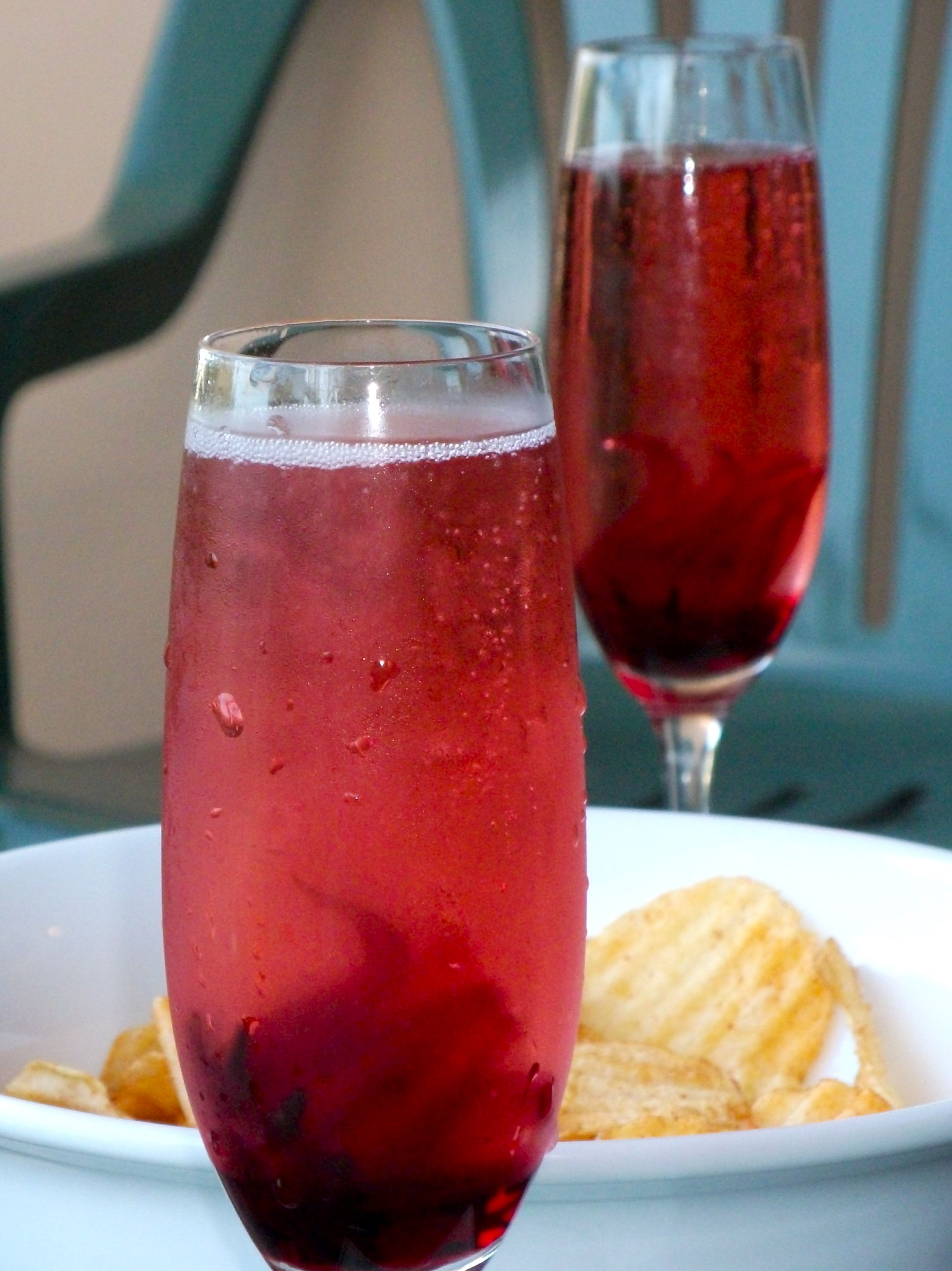 Sparkling wine with edible hibiscus flowers favorite recipes sparkling wine with edible hibiscus flowers izmirmasajfo