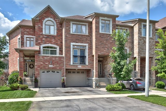 Sold Sharp Stonehaven Freehold Townhome In The Orchard W Fully Finished Walk Out Basement Features 9 Ceilings Upgraded House Styles Gas Bbq Garage Entry