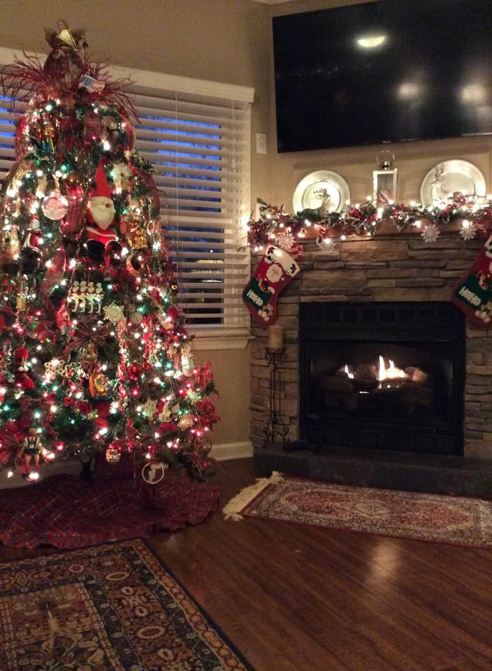 Wednesday, December 23, 2015   Tonight was my family's Christmas get-together here at the Sugar Shack. Another wonderful celebration with lots of happy memories made. A new era has begun...my oldest grandchild brought her boyfriend!!! Rain, rain, rain.....