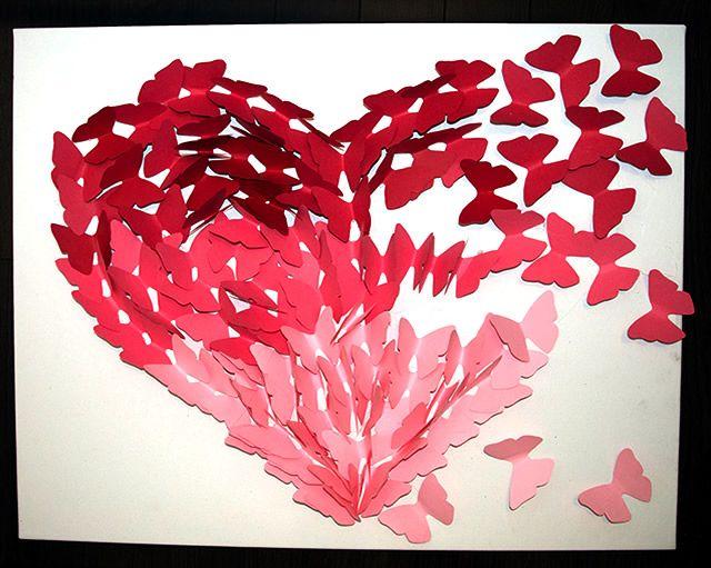 Continue colando as borboletas seguindo as bordas do coração
