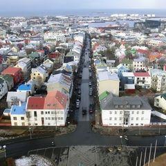 Über den Dächern von Reykjavik