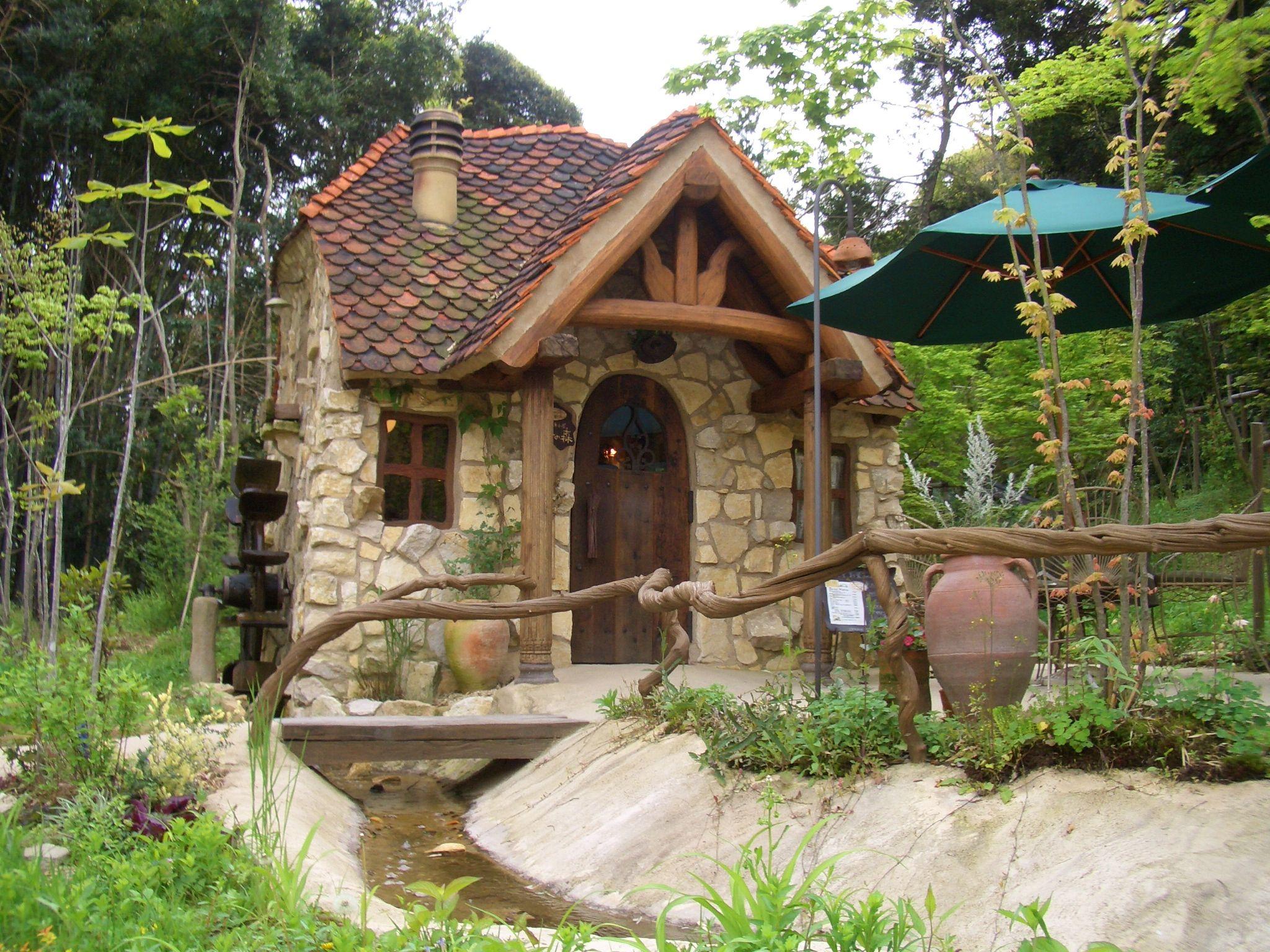 ファインド トラベル ファンタジーハウス 小さなコテージ 家 外観
