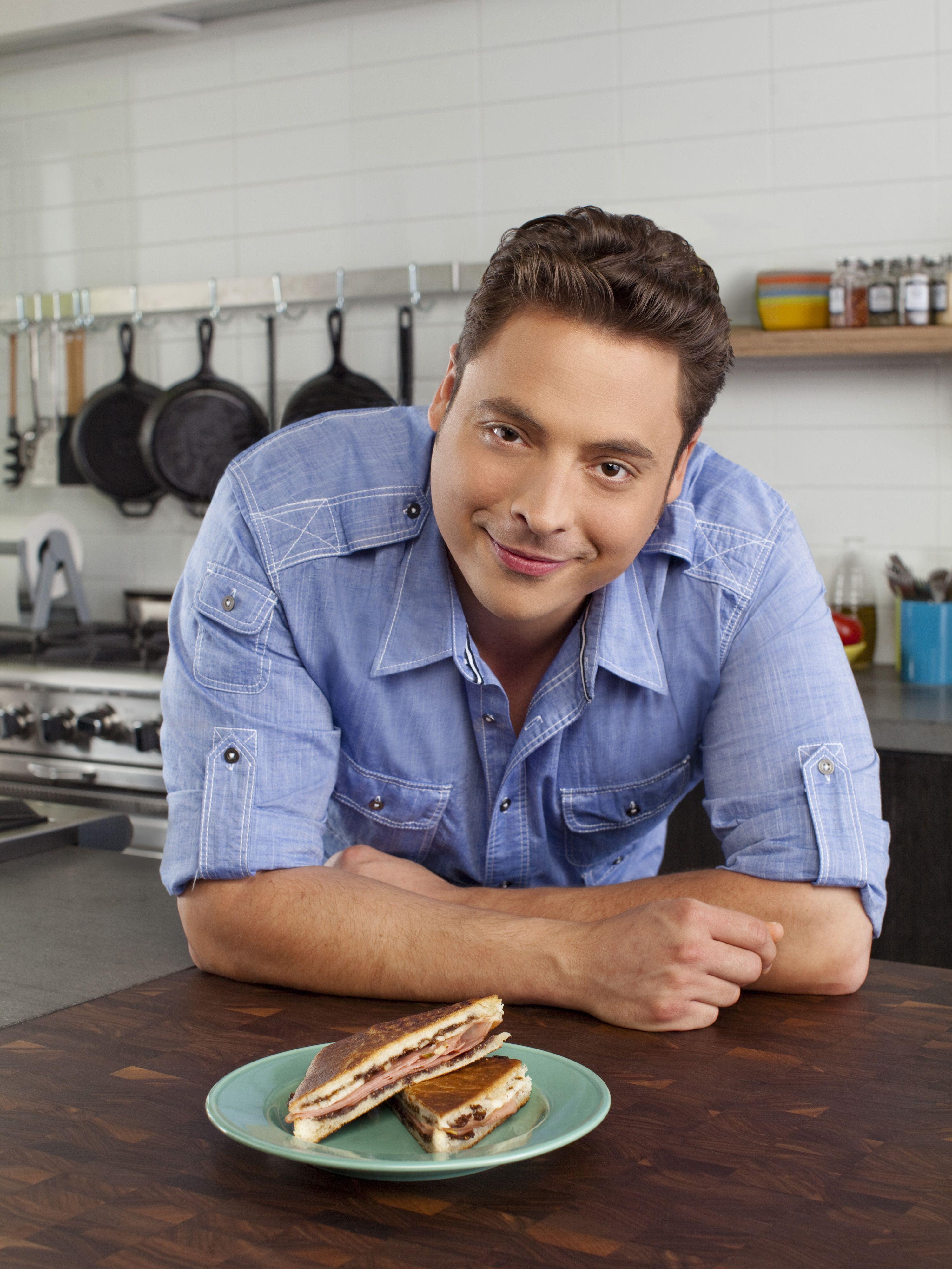 Jeff Mauro Host Of Sandwich King Foodnetwork Com Food Network Recipes Jeff Mauro Food Network Chefs