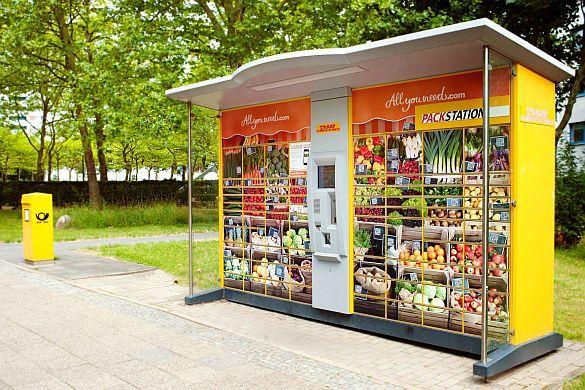 Heute bestellt – heute geliefert. Onlinehandel mit Lebensmitteln ist weiter auf dem Vormarsch. Den QR-Code scannen und Obst oder Gemüse nach Bedarf auswählen: An derzeit 16 Packstationen in der Hauptstadt ist dies möglich. Foto: djd/De...
