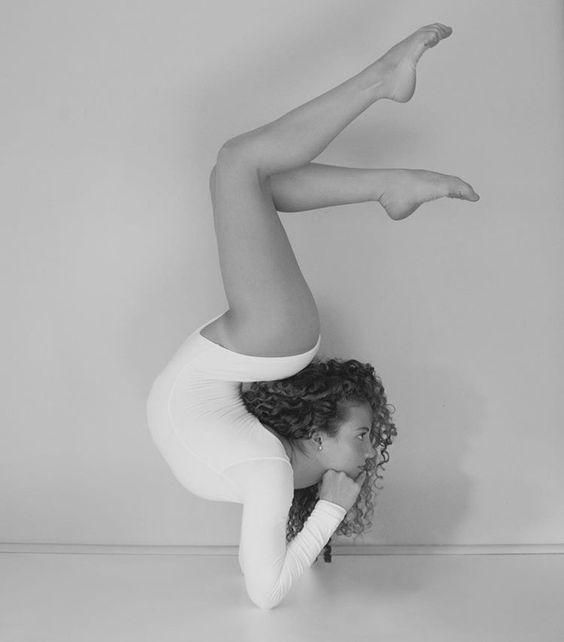 Https Www Pinterest Com Pin 831688256158080622 Gymnastics Poses Sofie Dossi Gymnastics Photography