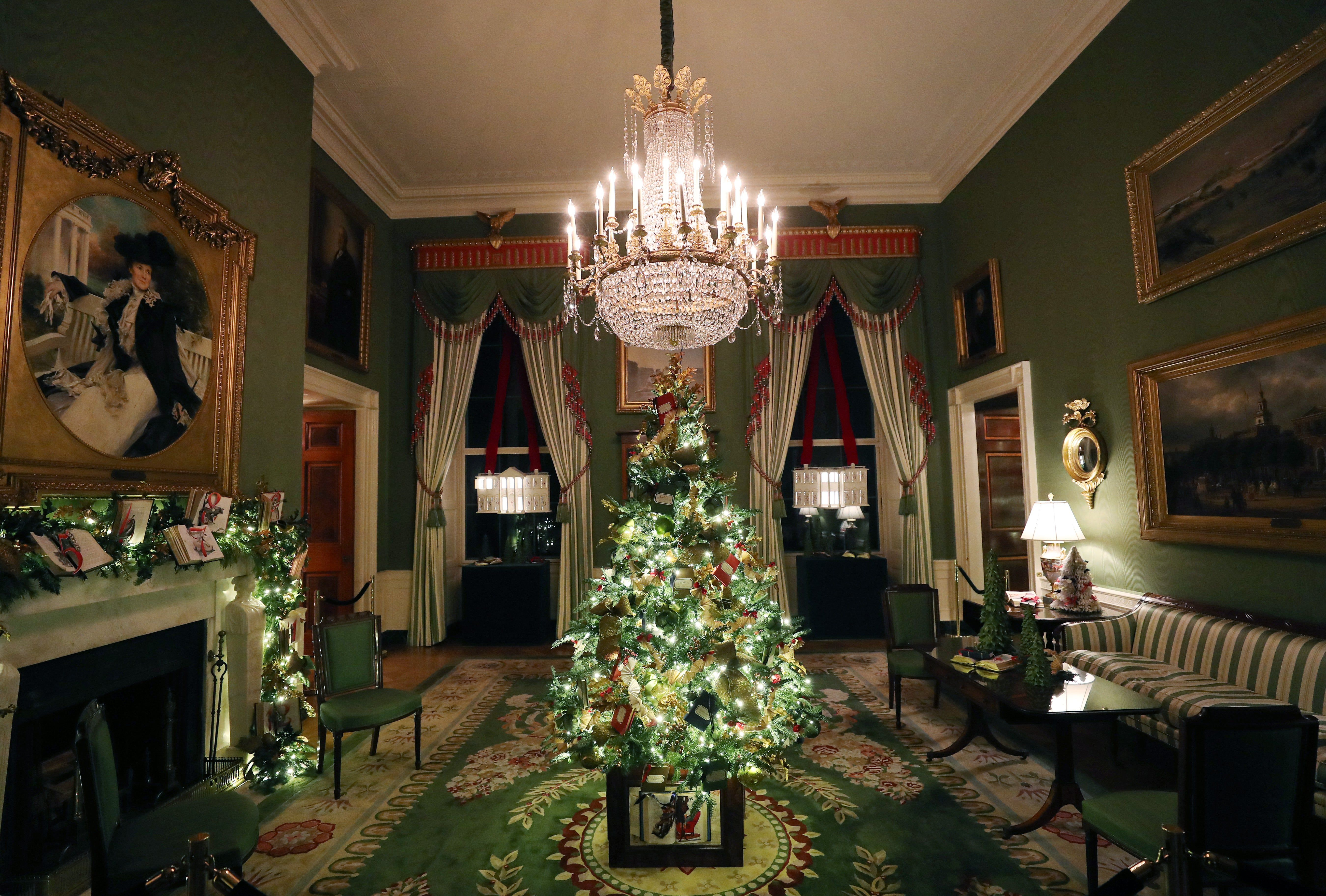 The White House S 2019 Christmas Decorations In Pictures White House Christmas Decorations White House Christmas Tree White House Christmas