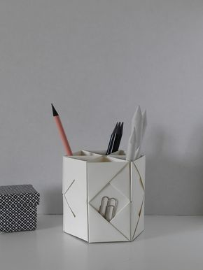 folded penholder papa pinterest papier origami und blatt papier. Black Bedroom Furniture Sets. Home Design Ideas