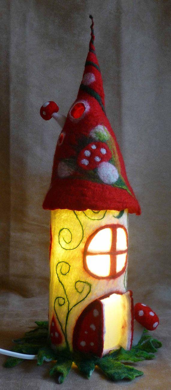 lampe f e feutr e champignon lampe de chevet par feltedarttowear street art pinterest. Black Bedroom Furniture Sets. Home Design Ideas
