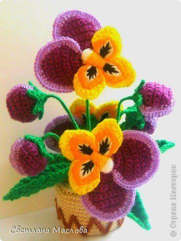 поделка изделие 8 марта вязание крючком анютки пряжа вязаные цветы