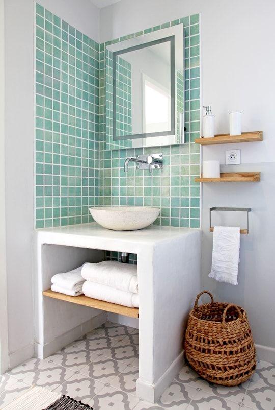 Une maison à la déco métissée qui nous fait voyager Future and - petit carreau salle de bain