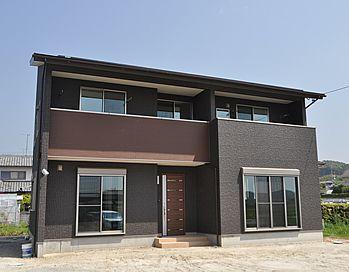 黒と茶色をベースに大人のオシャレが感じられる外観です 外観 住宅