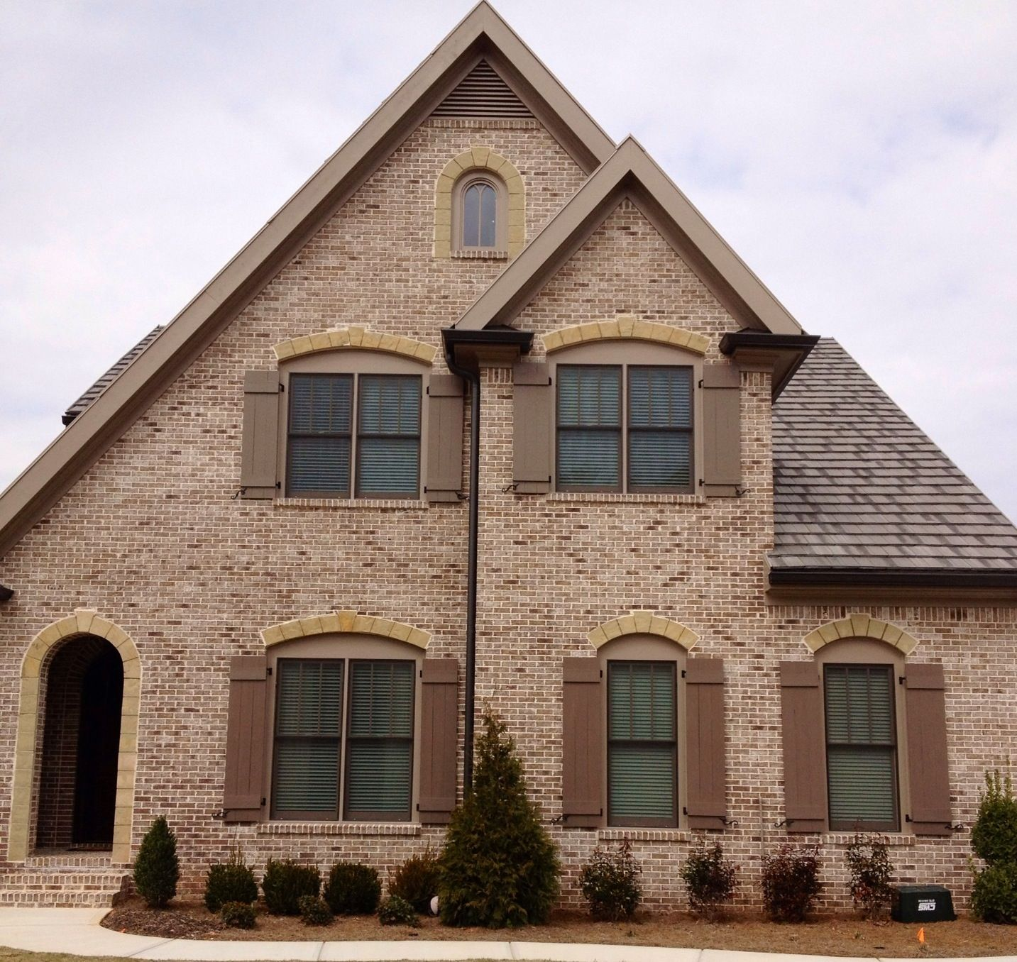 West contemporary exterior raleigh by triangle brick company - Stone Chase Brick Anti Buff Mortar
