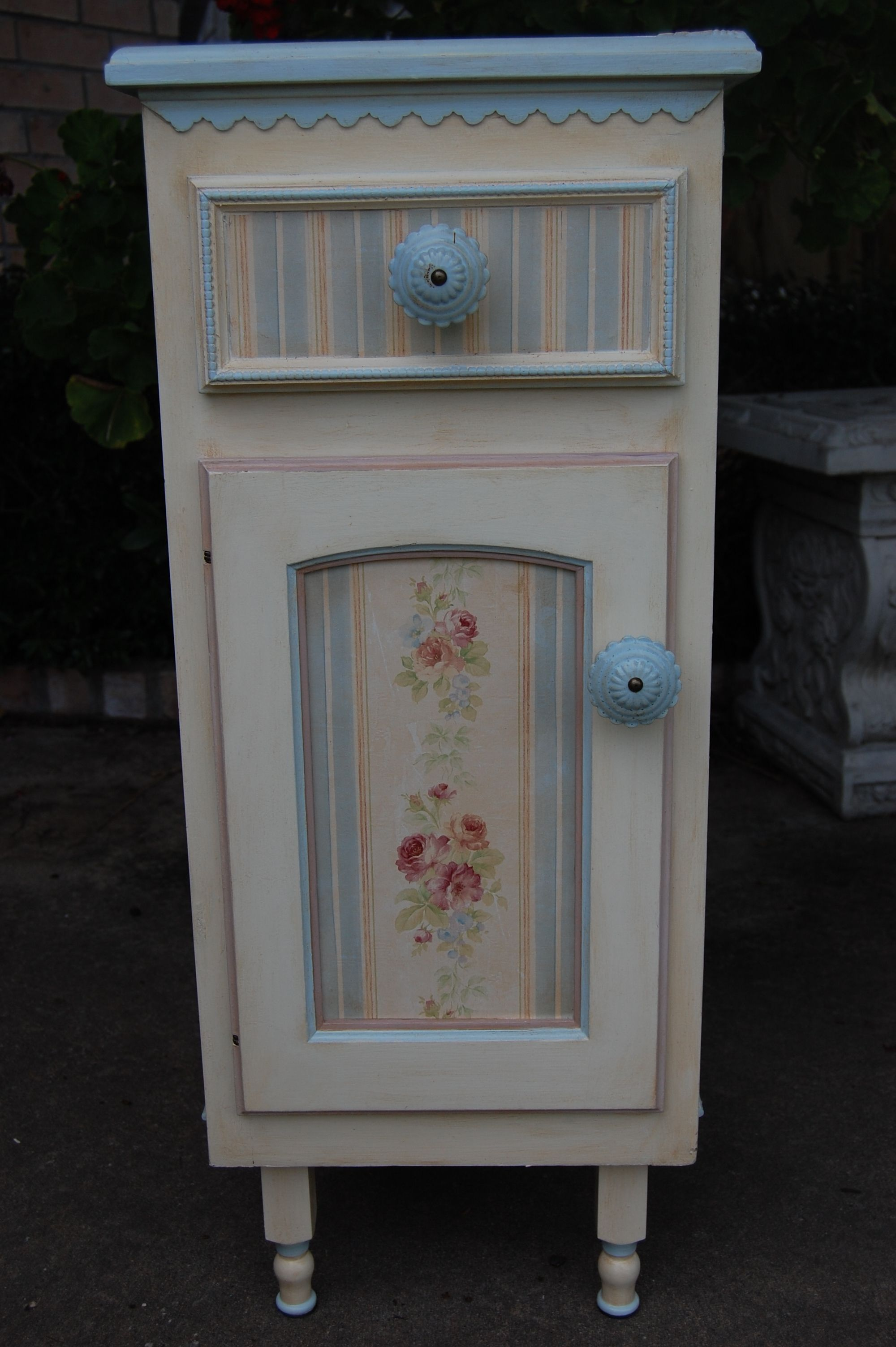Country Roses Blue and Ivory cabinet - front. Old kitchen ...
