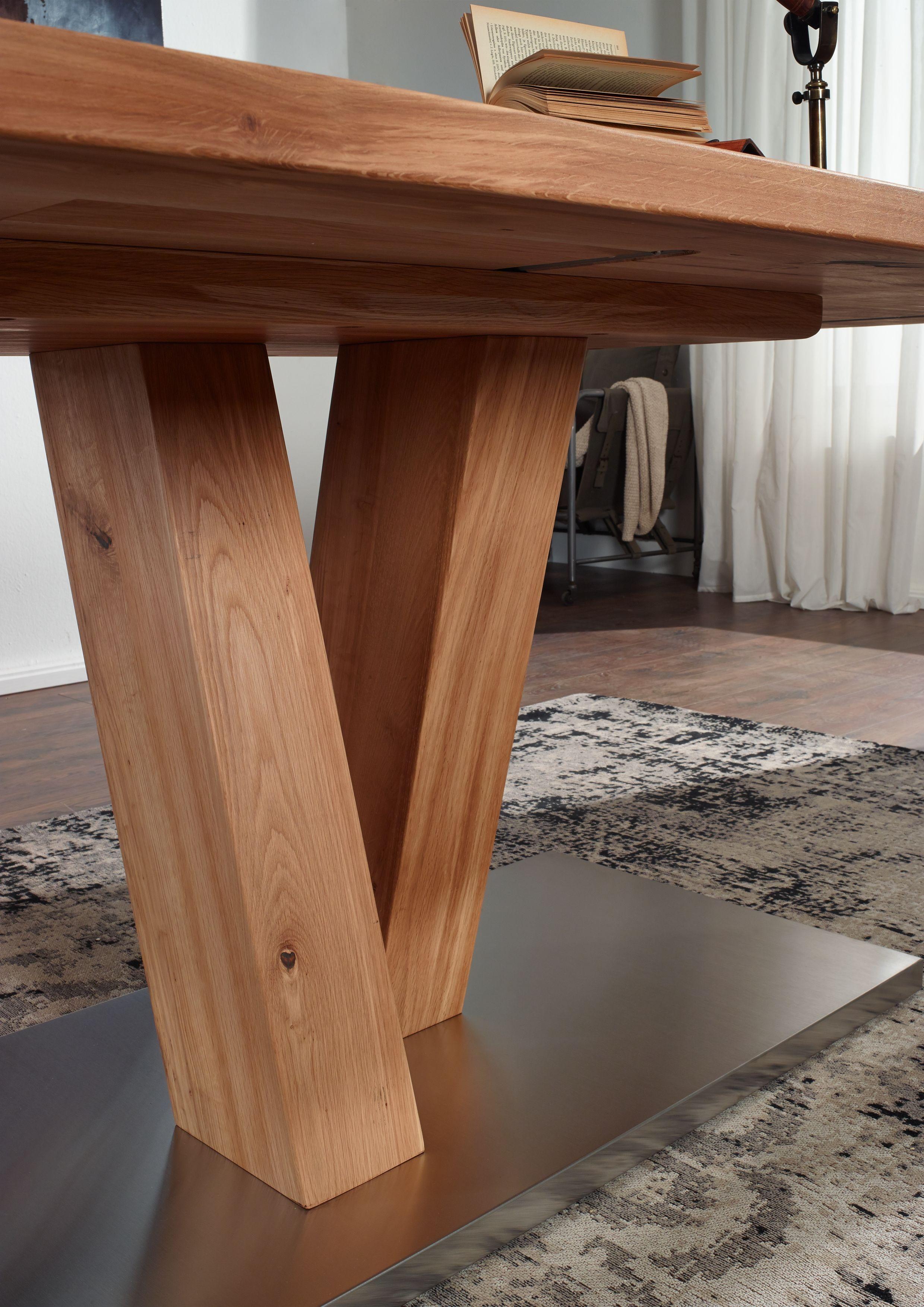 esstisch der serie bremen wildeichenholz in kombination mit edelstahl sorgt f r einen modernen. Black Bedroom Furniture Sets. Home Design Ideas