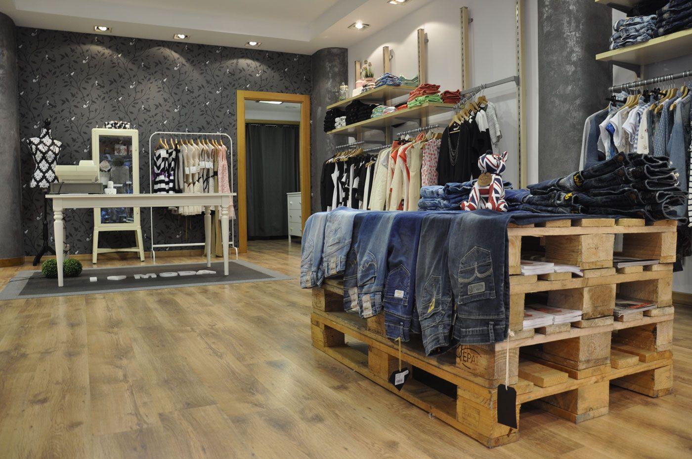 Dise os de tiendas de ropa buscar con google for Disenos de interiores para boutique