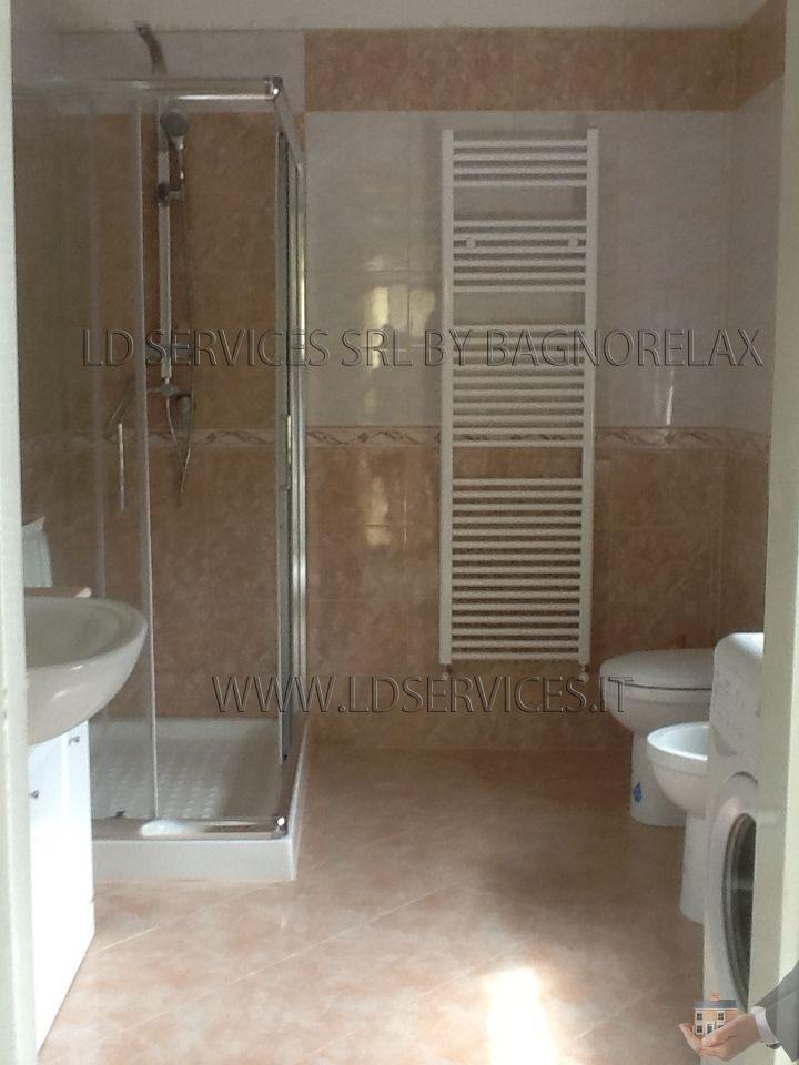 RIstrutturazione nuovo bagno Rivestimento: Marrone www.ldservices.it ...