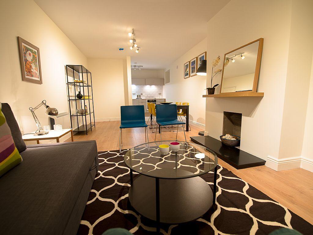 IRELAND!!!!! Spacious 2 double bedroom apartment in