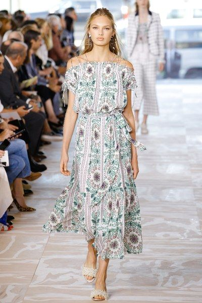 View the complete Tory Burch Spring 2017 collection from New York Fashion Week.