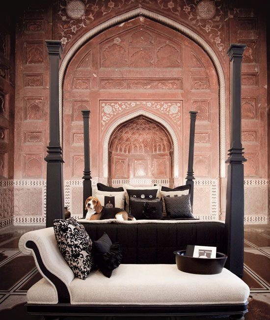 Hindu Architecture India With Modern Indian Bed アーユルヴェーダ