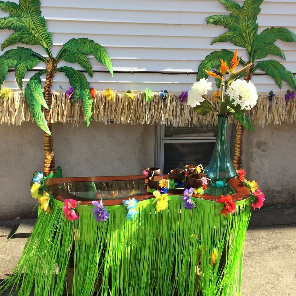 Hawaiian Birthday Party Ideas | Luau party decorations, Luau party ...