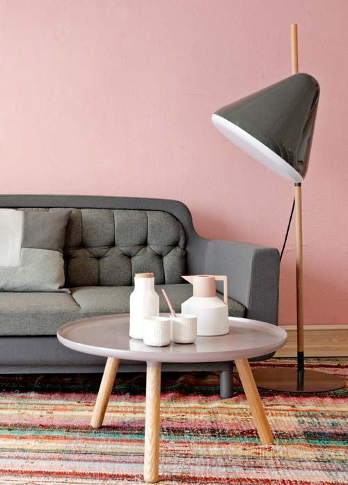 pink statement wall idea with retro furnishings | home style | home ...