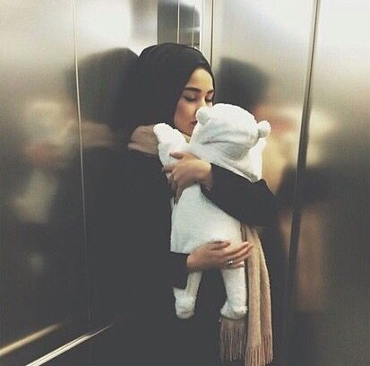 Pin by ZOHRA on Hijab miracle.. | Baby hijab, Cute muslim couples, Mom  daughter outfits