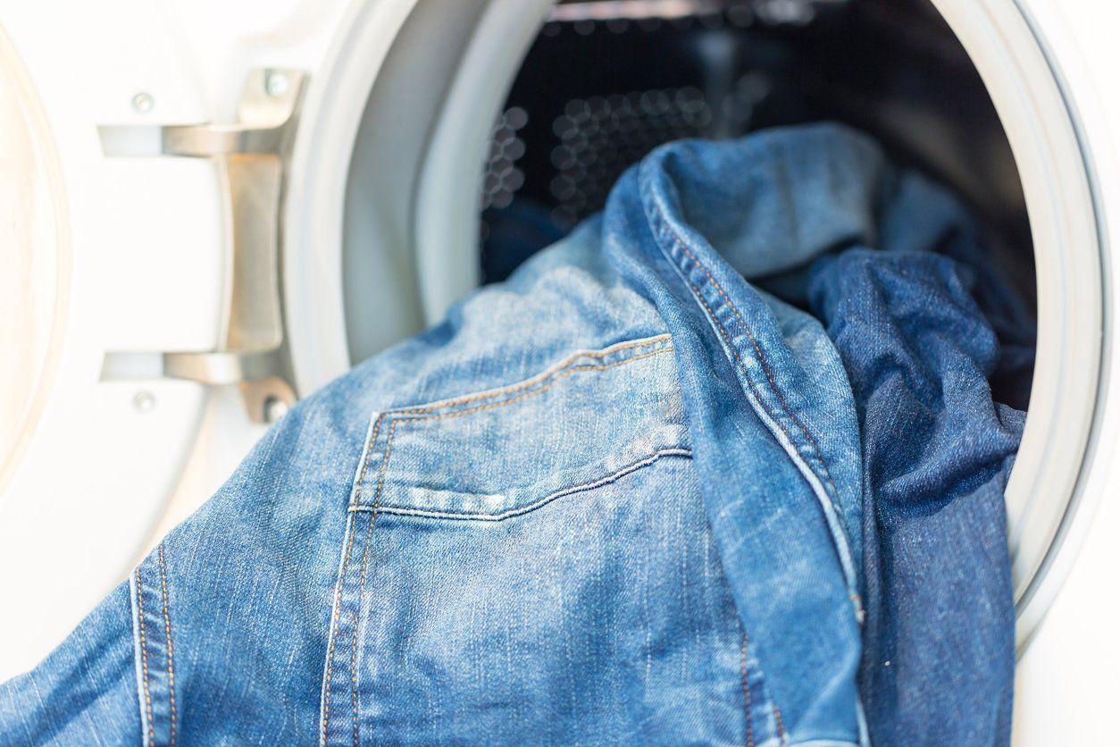 Как правильно гладить джинсы: советы и видео