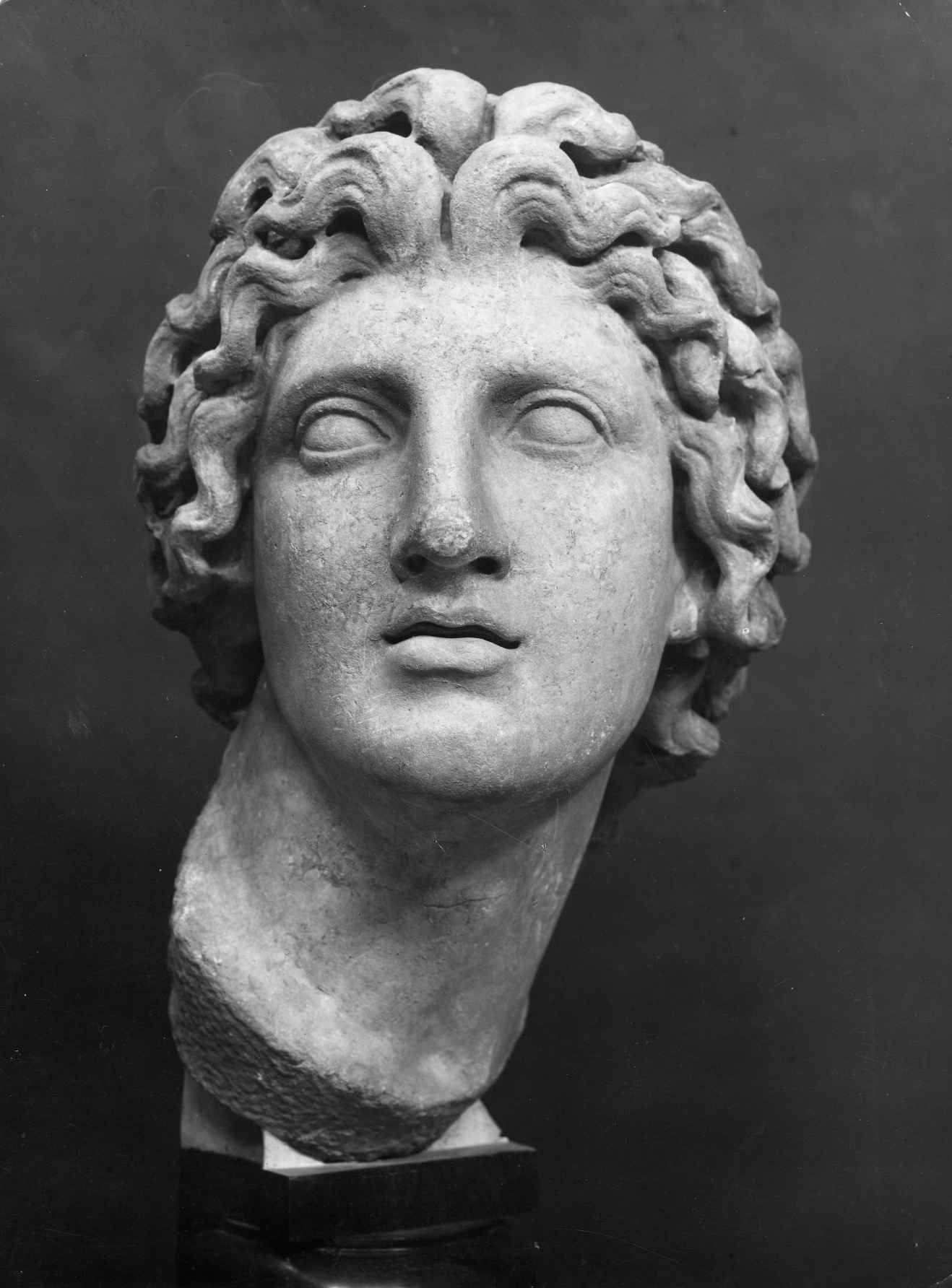Alexander the Great. Greek marble bust of Alexander the Great, King of of the Greek kingdom of Macedonia 336–323 BC. Museo Barracco, Rome. Photo credit Alinari/Art Resource, NY photo: 1920-1930 ca. #greekstatue