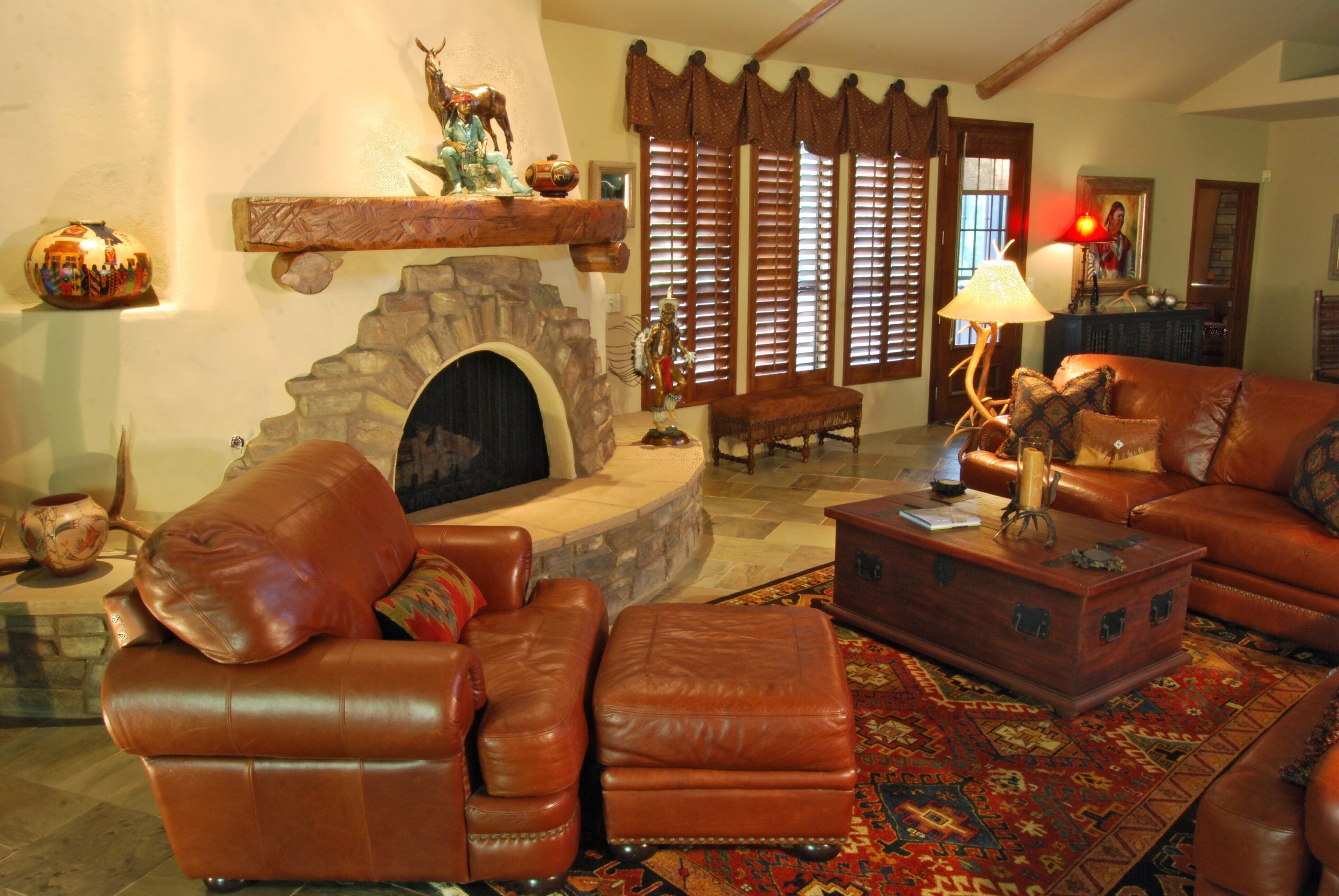 Horseshoe Decor Just For Southwest Homes Southwest Home Decor House Interior Design Living Room Interior Design #southwest #style #living #room