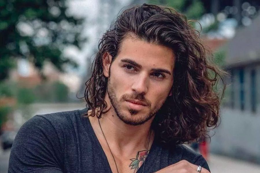 https://manofmany.com/wp-content/uploads/2019/06/50-Long-Haircuts-Hairstyle-Tips-for-Men-31.jpg ...